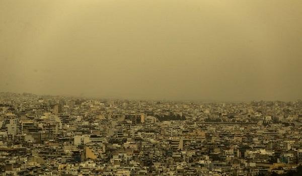 Αποπνικτική ατμόσφαιρα την Τρίτη:  Σκόνη, βροχές και ζέστη προβλέπει η ΕΜΥ