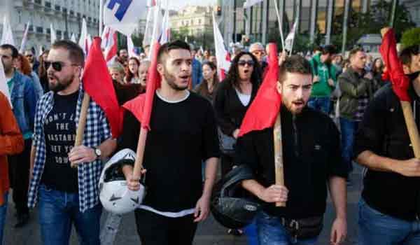Σε εξέλιξη αντιπολεμική αντινατοΐκή διαδήλωση στο κέντρο της Αθήνας