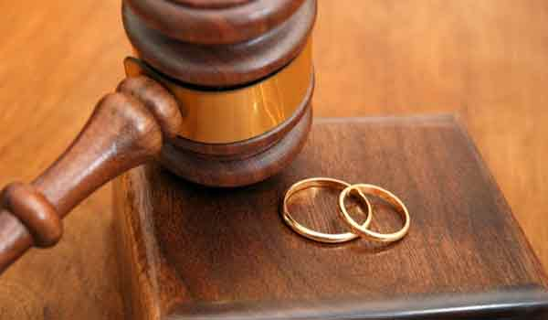 Βγήκε το διαζύγιο για πασίγνωστο ζευγάρι της ενημέρωσης