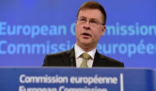 Ντομπρόβσκις: Η μείωση του αφορολόγητου δεν είναι δεδομένη