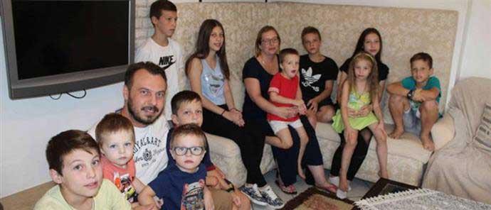 Οικογένεια με 13 παιδιά περιμένει το 14ο!