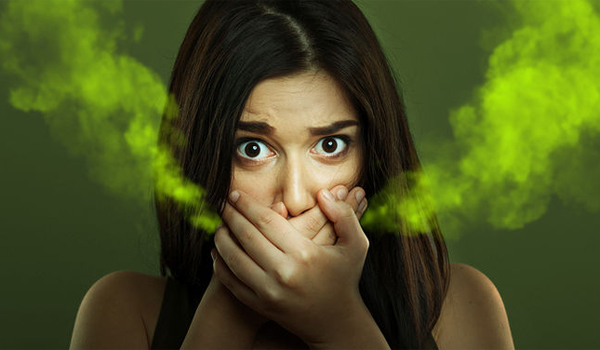 Δυσάρεστη αναπνοή: 5 λύσεις που θα σας σώσουν