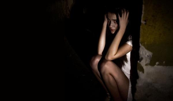 Φρίκη στη Χαλκίδα: 26χρονη καταγγέλλει ότι άνδρας την έδεσε και τη βίασε με μπουκάλι