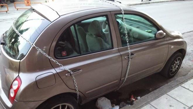 Δεν θα πιστέψετε πως κλείδωσε το αυτοκίνητό του (ΦΩΤΟ)
