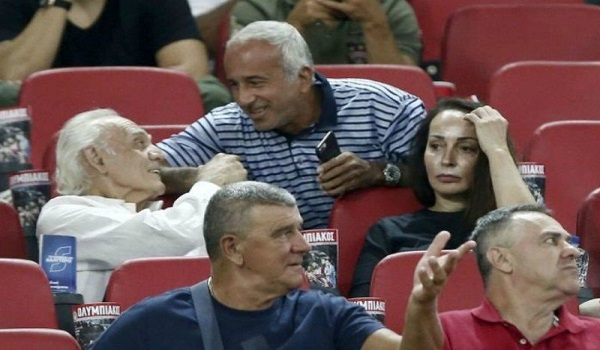 Ο Άκης Τσοχατζόπουλος πήγε γήπεδο παρέα με τη Βίκυ Σταμάτη