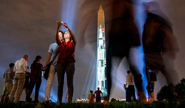 Η NASA γιορτάζει την αποστολή Apollo 11 και περιμένει την επιστροφή στην Σελήνη