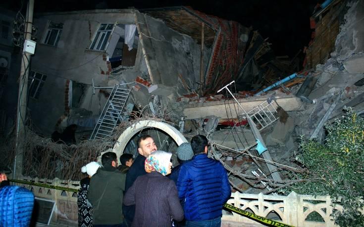 Σεισμός στην Τουρκία: Αυξάνονται τα θύματα του Εγκέλαδου, στους 14 οι νεκροί