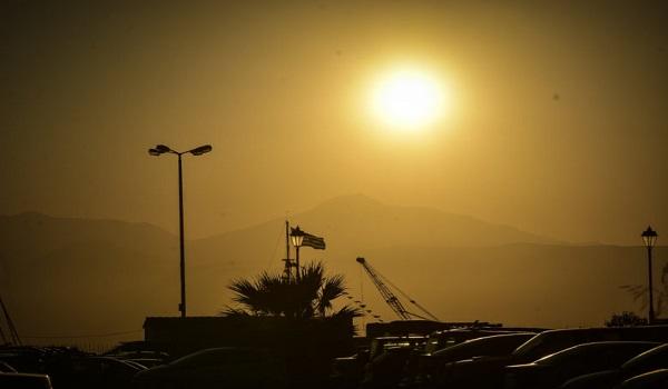 Ορατός και από το Ναύπλιο ο καπνός στην Εύβοια