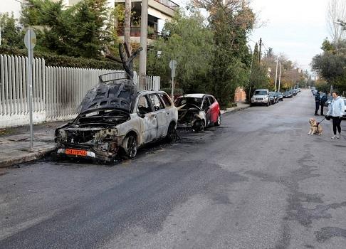 Πυρπόλησαν οχήματα της πρεσβείας της Ουκρανίας στη Φιλοθέη
