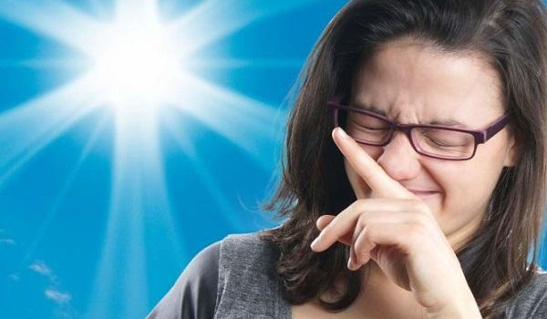 """Φτέρνισμα: Τι σας συμβαίνει όταν το """"κρατάτε"""""""