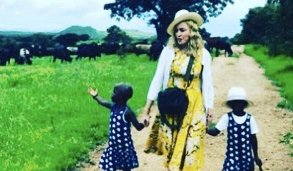 """Η Μαντόνα """"αλλάζει αίμα"""" τα παιδιά της παρακολουθούν"""