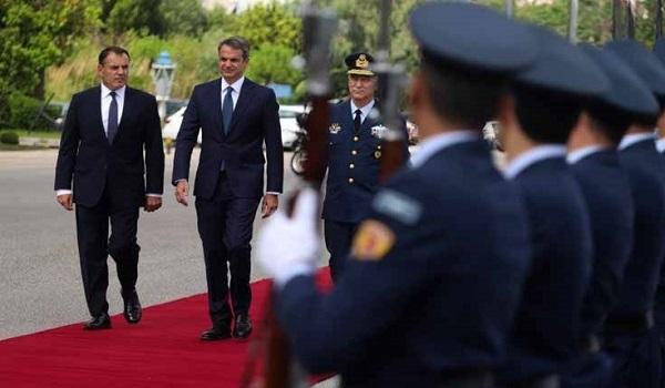 Μητσοτάκης στο υπ. Εθνικής Άμυνας: Απόλυτη επιχειρησιακή ετοιμότητα των Ενόπλων Δυνάμεων