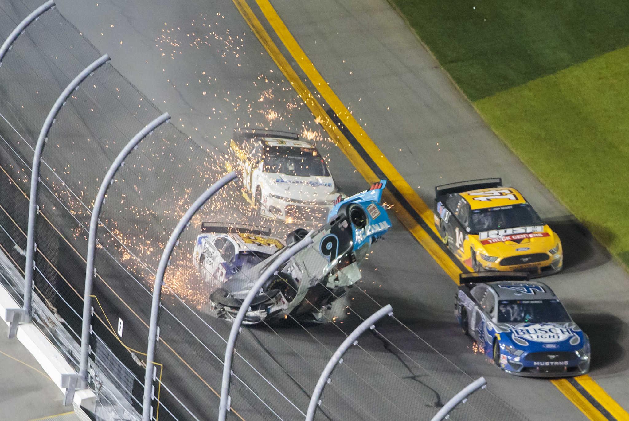 Σοκαριστικό ατύχημα σε αγώνα Nascar! Σε κρίσιμη κατάσταση ο οδηγός