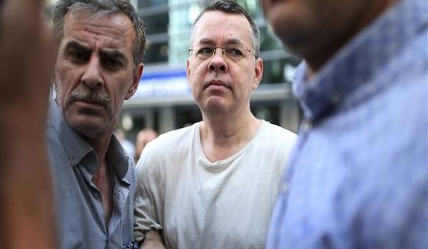 WSJ: Όχι της Ουάσινγκτον στο τούρκικο παζάρι για τον Αμερικανό πάστορα