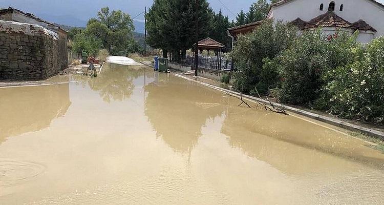 Κακοκαιρία: Ποτάμια οι δρόμοι στη Ρόδο - Πλημμύρισε το αεροδρόμιο στην Ικαρία