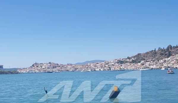 Ελικόπτερο κατέπεσε στη θάλασσα έξω από τον Πόρο με 3 επιβάτες