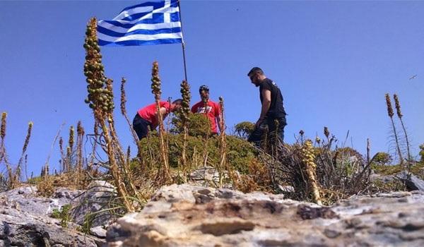 Γιλντιρίμ: Κατεβάσαμε ελληνική σημαία από βραχονησίδα στο Αιγαίο. Δήμαρχος Φούρνων: Η σημαία κυματίζει κανονικά