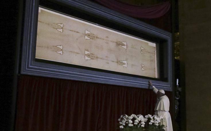 Ανατροπή με την Ιερά Σινδόνη του Χριστού! Τα ίχνη που βρέθηκαν πάνω της!
