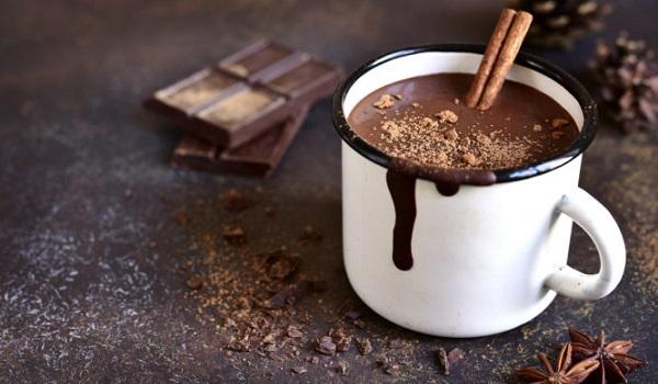Γιατί είναι καλό να τρώμε λίγη μαύρη σοκολάτα κάθε μέρα