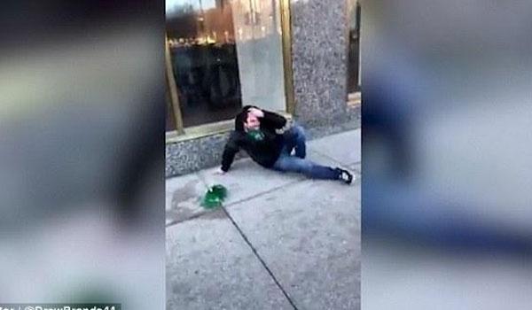 Δεν άντεξε την κοπέλα του και χτύπησε με δύναμη το κεφάλι του σε τζαμαρία!