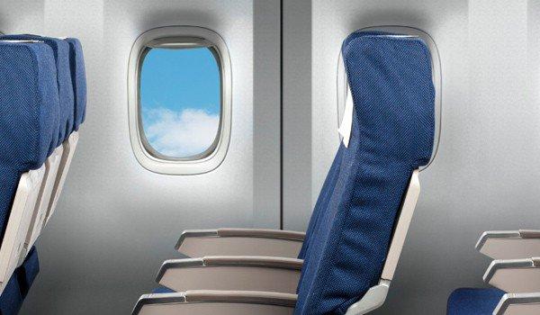 Σκεπάσου ή κατέβα από το αεροπλάνο, είπε αεροπορική σε 21χρονη Βρετανίδα