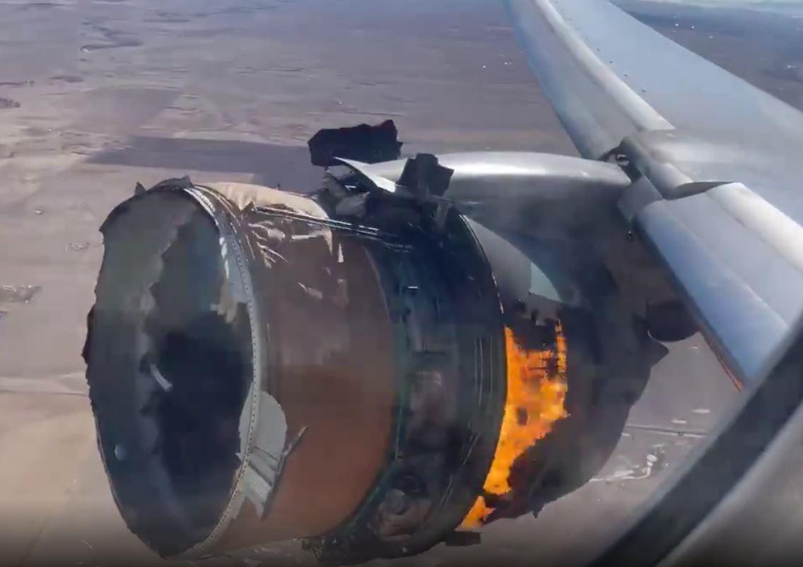 Το αεροσκάφος συνετρίβη μπροστά στο αυτοκίνητό του και έτρεξε να βοηθήσει