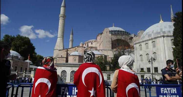 Πανηγυρίζει ο τουρκικός τύπος για την Αγία Σοφία: Δέος και ενθουσιασμός