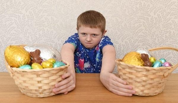Το αγοράκι που είναι αλλεργικό στο Πάσχα