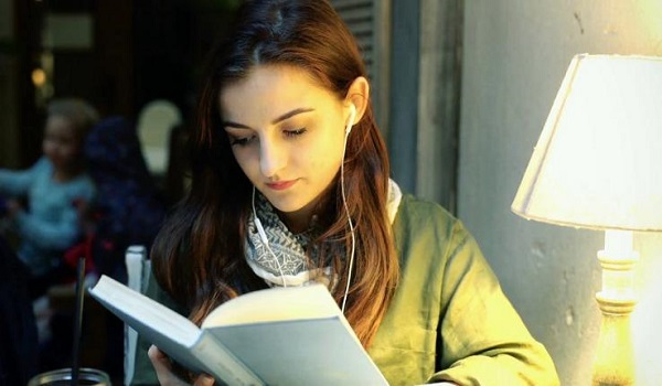 ΠΟΥ: Προσοχή – Πάνω από 1 δισεκατομμύριο νέοι άνθρωποι κινδυνεύουν να χάσουν την ακοή τους