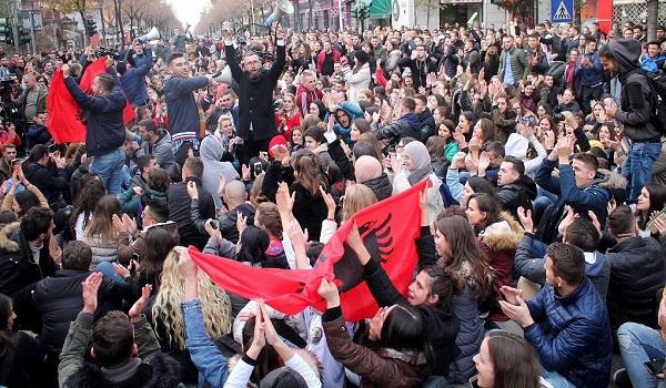 Μεγάλες φοιτητικές διαδηλώσεις γίνονται στην Αλβανία