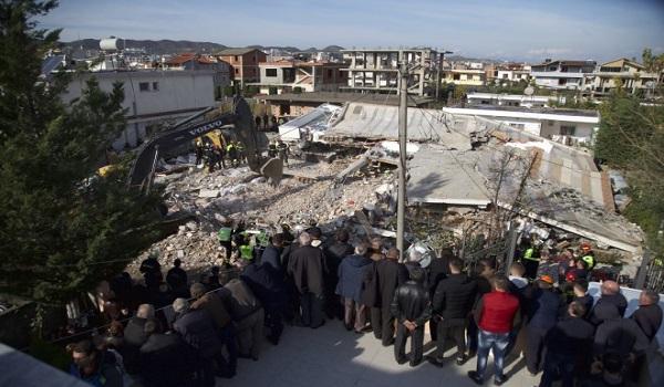 Σεισμός στην Αλβανία: Η στιγμή που η ΕΜΑΚ βγάζει 19χρονο από τα συντρίμμια