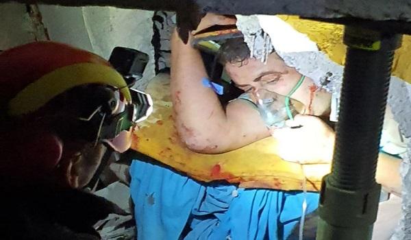 Αλβανία: Ζωντανός ανασύρθηκε 25χρονος έπειτα από 21 ώρες στα ερείπια - Αυξάνονται οι νεκροί