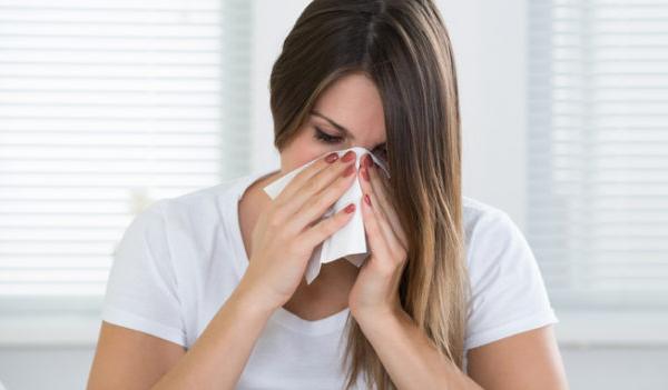 Αλλεργίες: Τι να κάνετε για να μην σας πιάνουν μέσα στο σπίτι