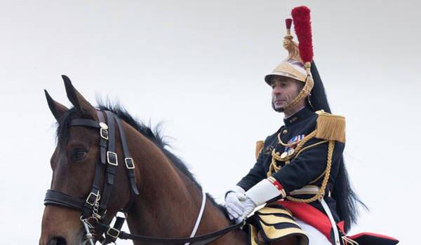 Σε καραντίνα μπήκε το άλογο που δώρισε ο Μακρόν στον πρόεδρο της Κίνας