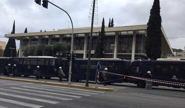 Προπηλάκισαν μέλη του ΣΥΡΙΖΑ έξω από την αμερικανική πρεσβεία