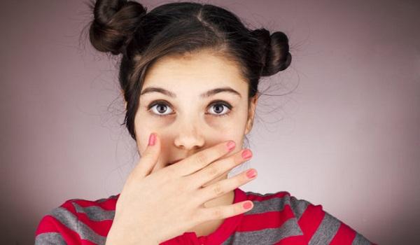 Δυσάρεστη αναπνοή: Οι αιτίες που δεν φαντάζεστε και τι να κάνετε