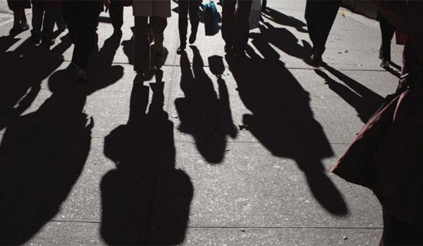 Έρευνα ΙΟΒΕ: Το 65% των Ελλήνων μόλις τα βγάζει πέρα