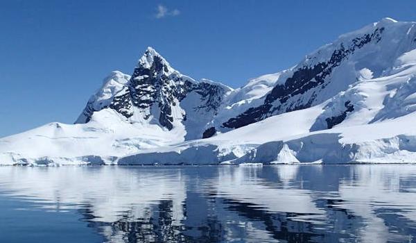 Βομβαρδισμό της Ανταρκτικής με τεχνητό χιόνι προτείνουν οι επιστήμονες