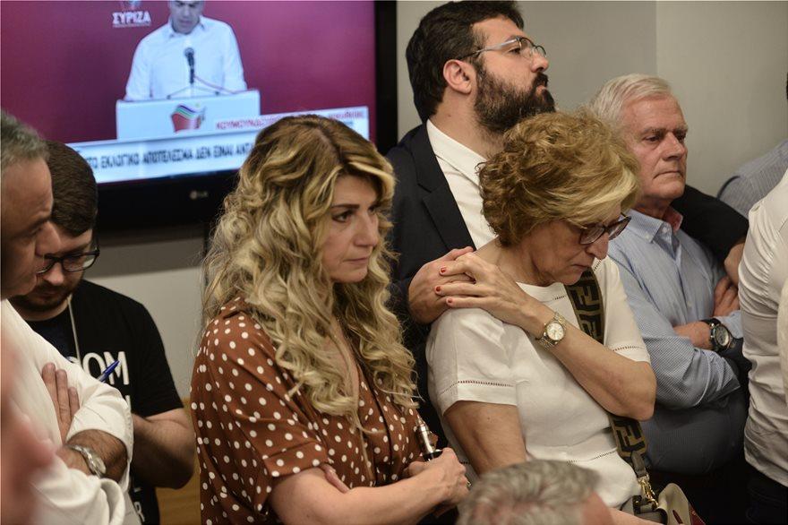 Με δάκρυα παρακολούθησαν τη δήλωση Τσίπρα οι υπουργοί
