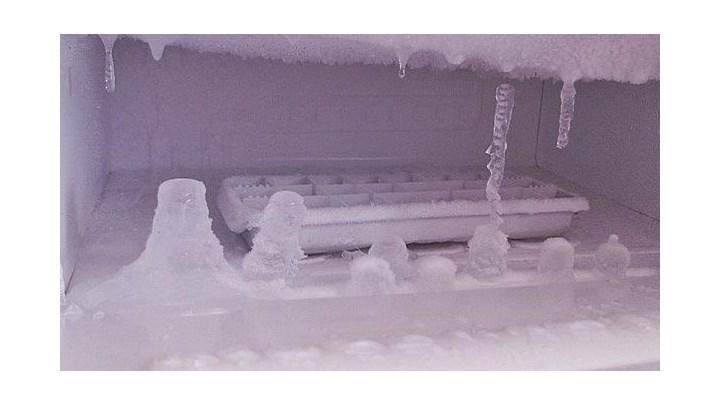 Πώς να κάνετε απόψυξη στο ψυγείο σας σε χρόνο μηδέν