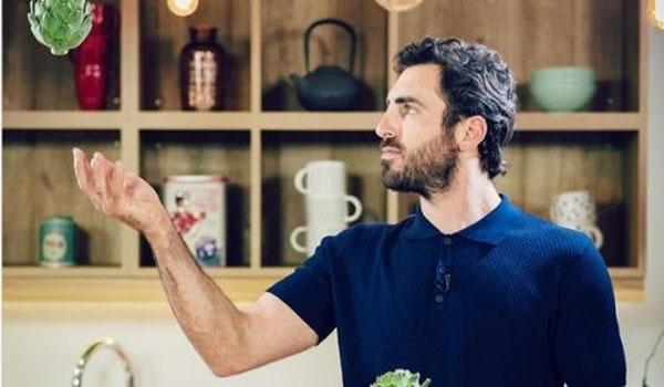Γιάννης Αποστολάκης: Ο πασίγνωστος Chef είναι ο γιος του νέου Υπουργού Άμυνας