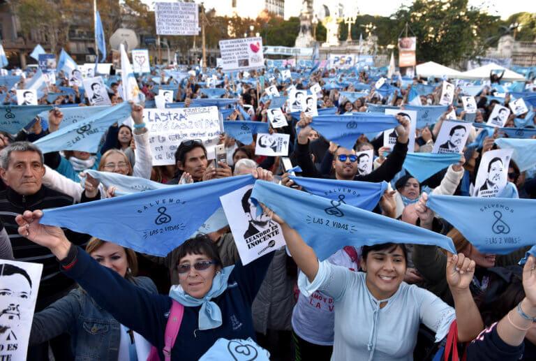 Αργεντινή: Στους δρόμους γιατί καταδίκασαν γιατρό που δεν έκανε έκτρωση σε θύμα βιασμού