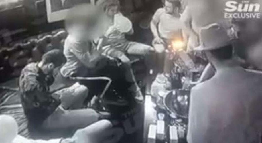 Πάρτι με γυναίκες, σαμπάνιες και αέριο γέλιου για τους παίκτες της Άρσεναλ. Βίντεο
