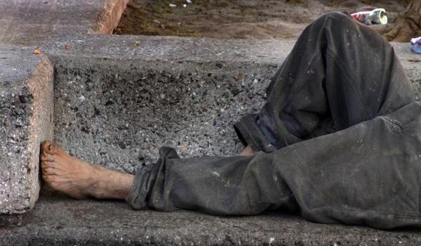 Ήταν από «τζάκι» αλλά πέθανε μόνος κι άστεγος