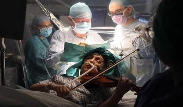 Έπαιζε βιολί την ώρα που την χειρουργούσαν στον εγκέφαλο