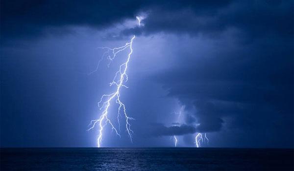Αγριεύει ο καιρός: Βροχές και καταιγίδες μέχρι την Τρίτη - Οι μετεωρολόγοι προειδοποιούν