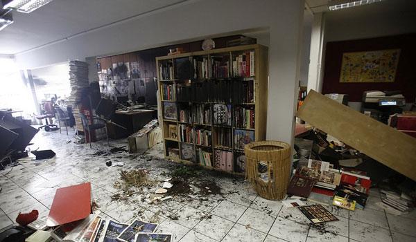 Καρέ-καρέ η επίθεση Ρουβίκωνα στην Athens Voice - Πολιτικές αντιδράσεις
