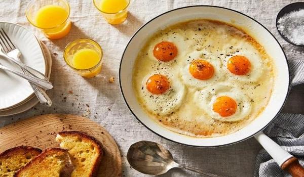 Τα αυγά είναι θρεπτικά, αλλά μπορείτε να τα κάνετε ακόμα πιο υγιεινά. Δείτε πώς: