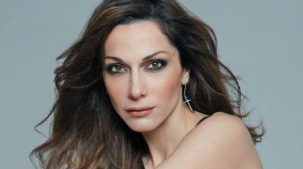 Δέσποινα Βανδή: Έκανε μια αλλαγή στα μαλλιά της - To νέο look της μας εντυπωσίασε!