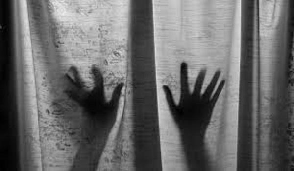 Λαμία: Εξέδιδε την κόρη του με νοητική υστέρηση σε φίλους του